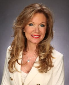 Face portrait of South Florida real estate expert Stephanie Kaufman.
